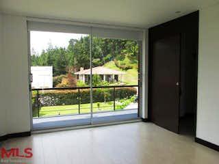 Una ventana en una habitación con una ventana en Parc. San Luis