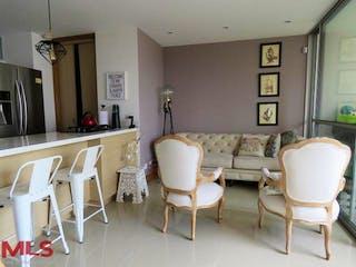 Una sala de estar llena de muebles y una mesa en Muzo