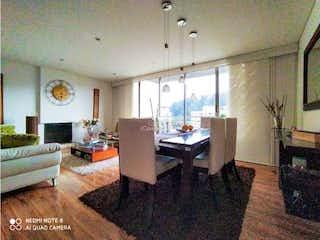 Una sala de estar llena de muebles y una chimenea en Apartamento en venta en Santa Helena, de 142mtrs2