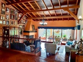 Una sala de estar llena de muchos muebles en Finca en venta en La Mosquita, de 12000mtrs2