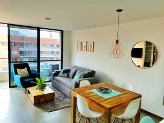 Una sala de estar llena de muebles y una ventana en Apartamento en venta en Loma del Escobero, de 60mtrs2