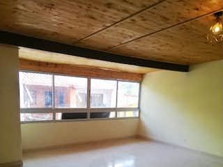Un baño que tiene una ventana en él en Apartamento en venta en Santa Lucia de  3 habitaciones
