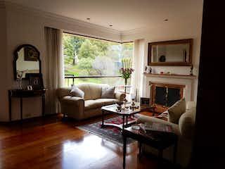 Una sala de estar llena de muebles y una chimenea en Vendo apartamento en Salamanca y Calatayud