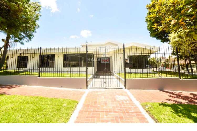 Portada Vendo Hermosa casa Calatrava II, Cuenta con 2 pisos 6 habitaciones cada una con baño y closet.