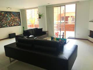 Una sala de estar llena de muebles y una ventana en Apartamento en venta en Ciudad Salitre Oriental, 150mt con terraza
