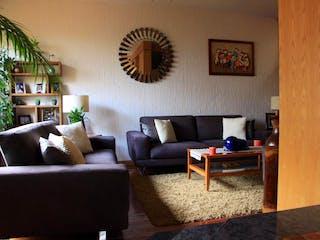 Una sala de estar llena de muebles y una televisión de pantalla plana en Casa en venta en San Francisco, de 237.95mtrs2