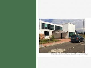 """Un collage de fotos de una calle de la ciudad en Hermosa Casa Zipaquirá Las Acacias"""""""