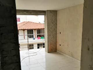 Un pasillo con una puerta de madera en él en Apartamento en venta en Casco Urbano El Carmen de Viboral, de 44mtrs2