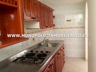Cocina con fogones y microondas en Casa en venta en Bellavista de  4 habitaciones