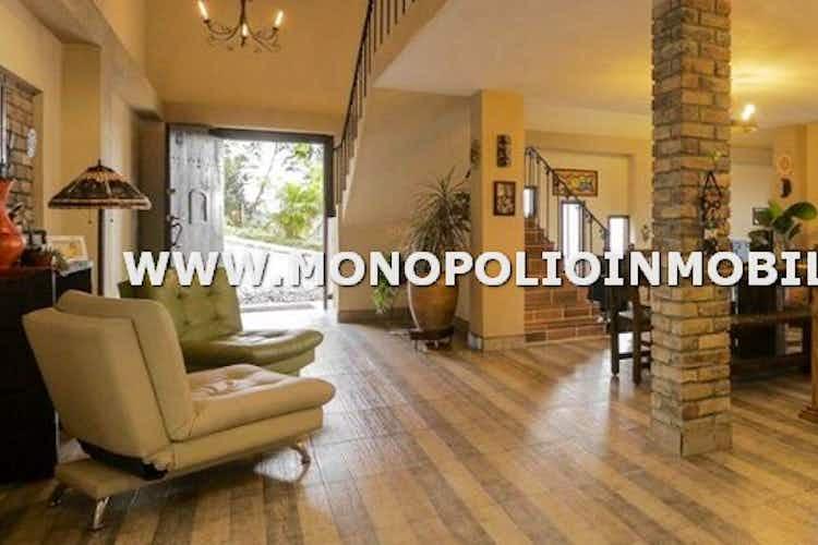 Portada Casa en venta en La Bermejala, de 227mtrs2