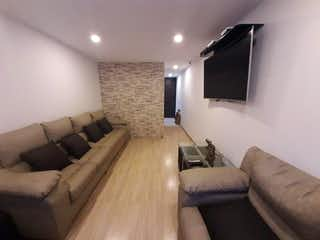 Una sala de estar llena de muebles y una televisión de pantalla plana en Casa en venta en Pinar de Suba, de 140mtrs2