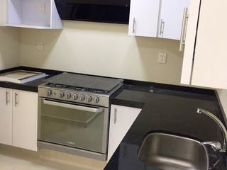 Una estufa encima del horno sentado dentro de la cocina en Casa en venta en Portales, de 130mtrs2