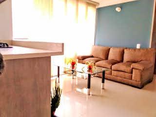 Una sala de estar llena de muebles y una ventana en Apartamento en venta en San German de 2 habitaciones