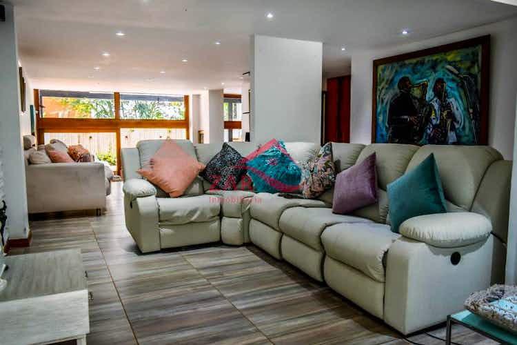 Portada Casa en venta en El Tesoro de  4 habitaciones