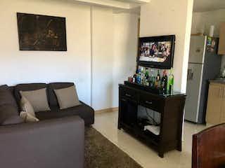 Una sala de estar llena de muebles y una televisión de pantalla plana en Apartamento en venta en  Machado de 3 habitaciones