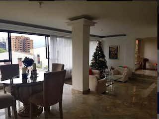 Una sala de estar llena de muebles y un árbol de navidad en Apartamento en venta en  Santa Maria de los Angeles de 4 habitaciones