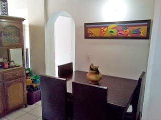 Una sala de estar llena de muebles y una chimenea en Apartamento en venta en La Villa de  2 habitaciones