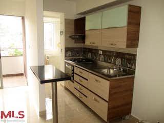 Una cocina con un fregadero y una estufa en Hacienda Niquia