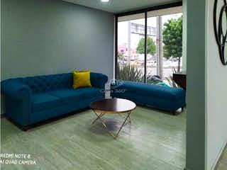 Una sala de estar llena de muebles y una ventana en Gratamira 131
