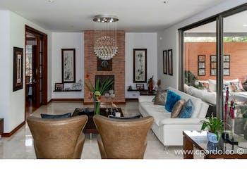 Casa en venta en El Poblado de 3 hab. con Bbq...