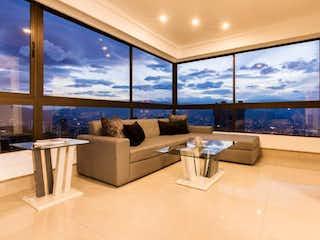 Una sala de estar llena de muebles y una gran ventana en PINO VIEJO