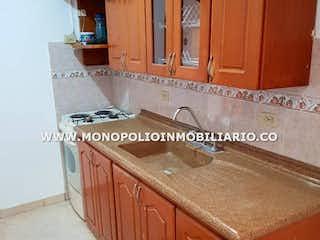 Una cocina con armarios de madera y un fregadero en Apartamento en venta en Francisco Antonio Zea, de 97mtrs2