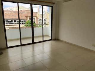 Un cuarto de baño con una puerta corredera de cristal en Apartamento en venta en Calasanz, de 80mtrs2