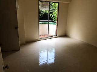 Una habitación que tiene una ventana en ella en Casa en venta en San Germán de 4 habtiaciones