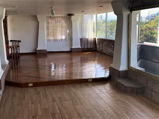 Una sala de estar con suelos de madera y suelos de madera en Departamento en  venta en Acacias de  3 recámaras