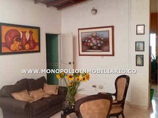 Una sala de estar llena de muebles y una pintura en Casa en venta en Miraflores de 4 habitaciones