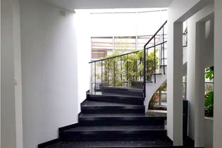 Casa lote en Rosales-Bogotá, cuenta con 4 cuartos.