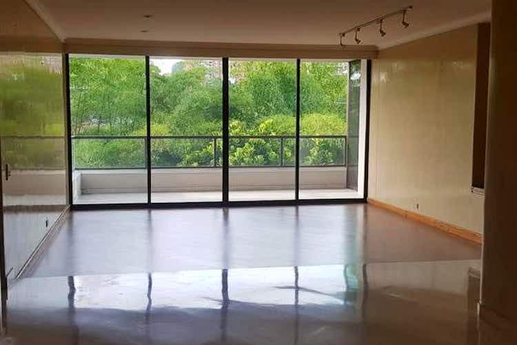 Portada Apartamento en venta en Manrique Oriental de 4 habitaciones