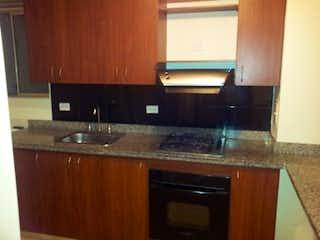 Una cocina con una estufa de fregadero y microondas en Apartamento en venta en Tibatita de 3 habitaciones