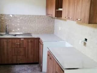 Un cuarto de baño con lavabo y ducha en Apartamento en venta en Corazón de Jesús de  2 habtiaciones
