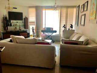 Una sala de estar llena de muebles y una ventana en Apartamento en venta en La Aguacatala de  3 habitaciones