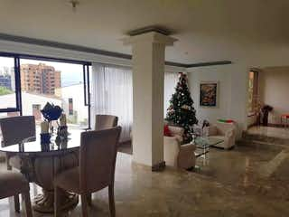 Una sala de estar llena de muebles y una chimenea en Apartamento en venta en Santa María de los Ángeles de  4 habitaciones