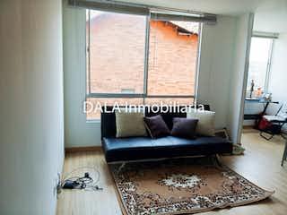 Una sala de estar llena de muebles y una ventana en Apartamento en venta en Chía de 2 habitaciones