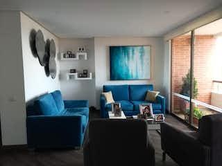 Una sala de estar llena de muebles y una ventana en Apartamento en venta en Barrio Usaquén de  3 habitaciones