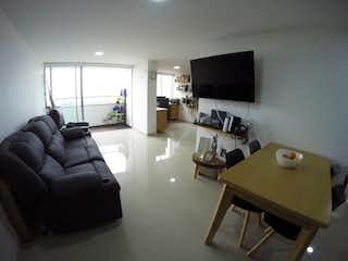 Una sala de estar llena de muebles y una televisión de pantalla plana en Apartamento en venta en El Trianón de  2 habitaciones