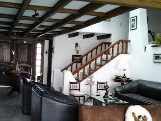 Una sala de estar llena de muchos muebles en Casa En Venta En Bogota Cerros De Niza