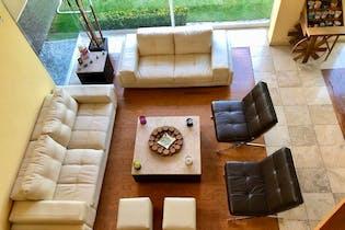 Casa en venta en Hacienda De Las Palmas , de  3 recámaras