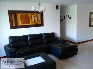 Una sala de estar llena de muebles y una ventana en BALCÓN DE LOS BUCAROS