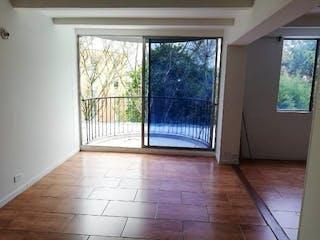Un cuarto de baño con una ventana y una alfombra en Apartamento en venta en Los Balsos de  2 habitaciones