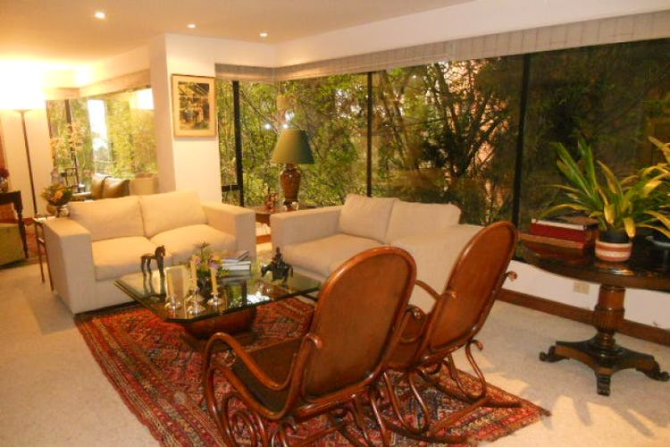 Foto 1 de Apartamento En Bogotá- Rosales, con chimenea y vista al bosque