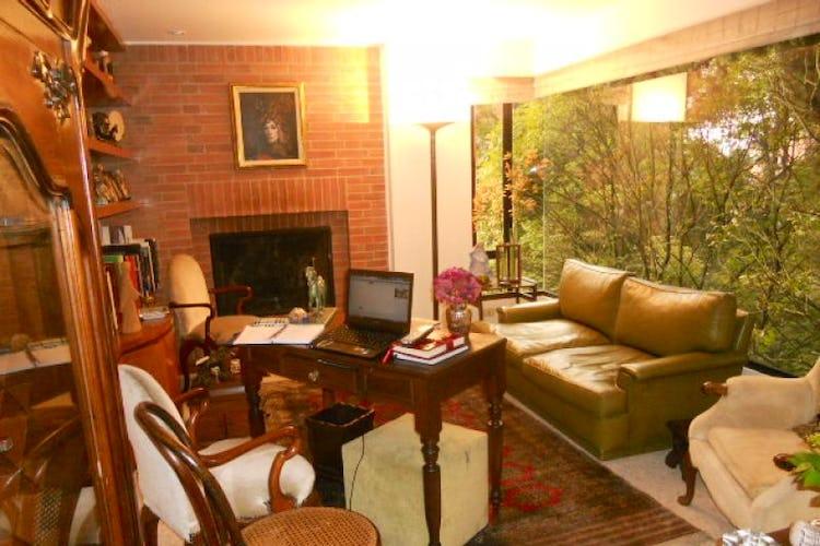 Foto 2 de Apartamento En Bogotá- Rosales, con chimenea y vista al bosque