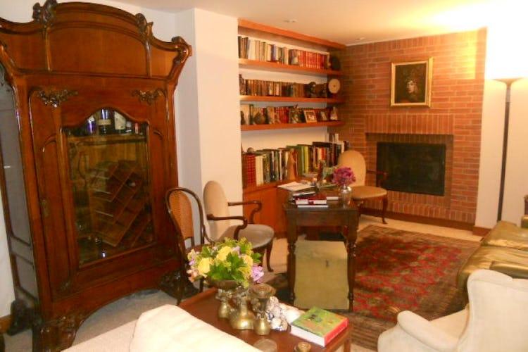 Foto 3 de Apartamento En Bogotá- Rosales, con chimenea y vista al bosque