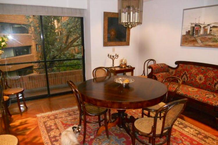 Foto 4 de Apartamento En Bogotá- Rosales, con chimenea y vista al bosque