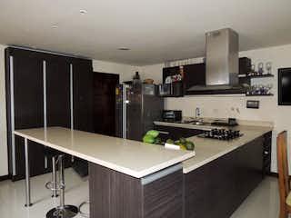 Una cocina con fregadero y nevera en Apartamento en venta en Simón Bolívar de  3 habitaciones