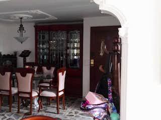 Una sala de estar llena de muebles y una ventana en Apartamento en venta en Velódromo de  3 habitaciones
