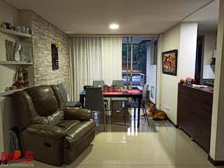 Una sala de estar llena de muebles y una televisión de pantalla plana en Torre Selva La Pilarica